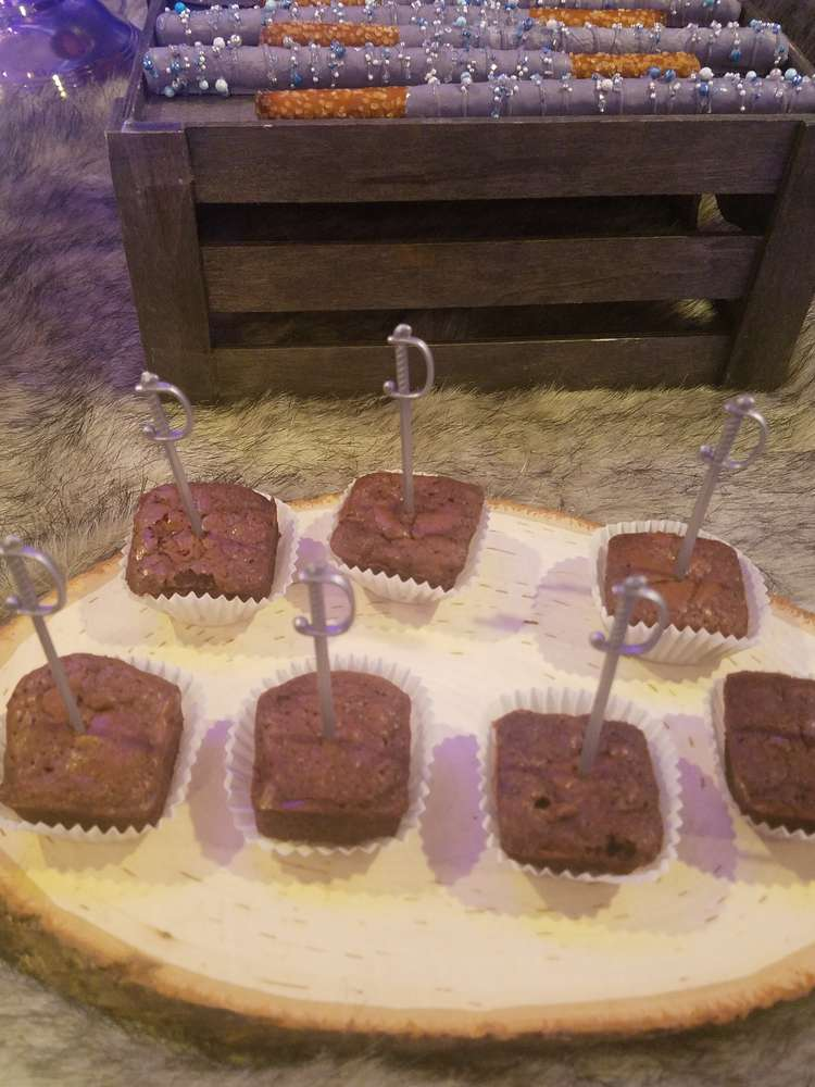 fabulous-game-of-thrones-baby-shower-brownies