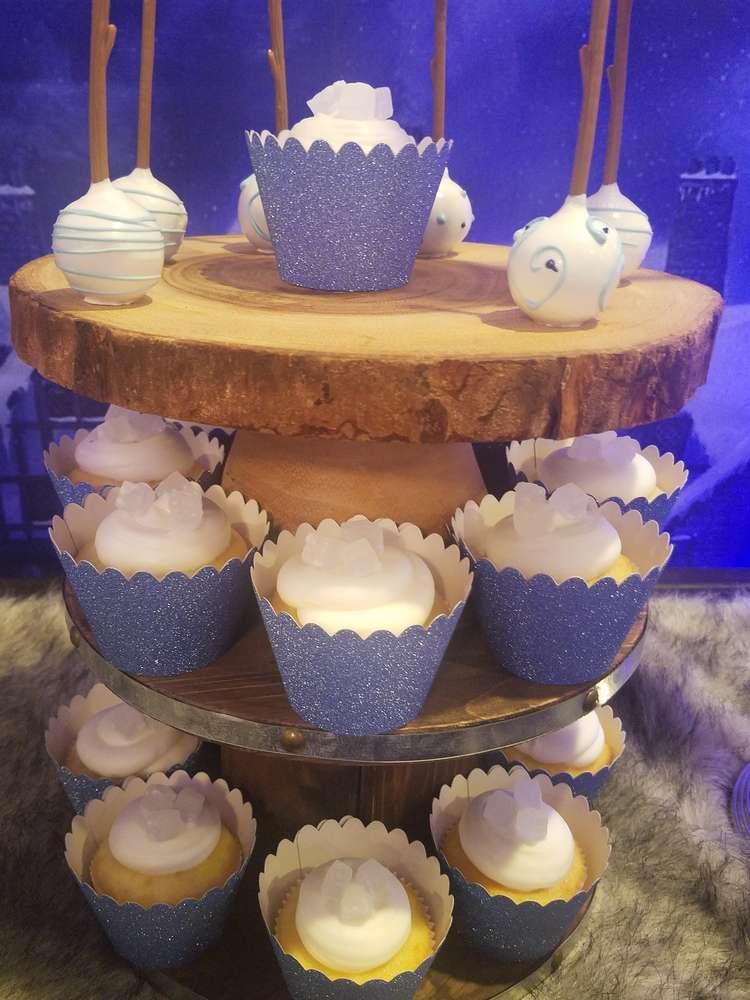 fabulous-game-of-thrones-baby-shower-cakepops