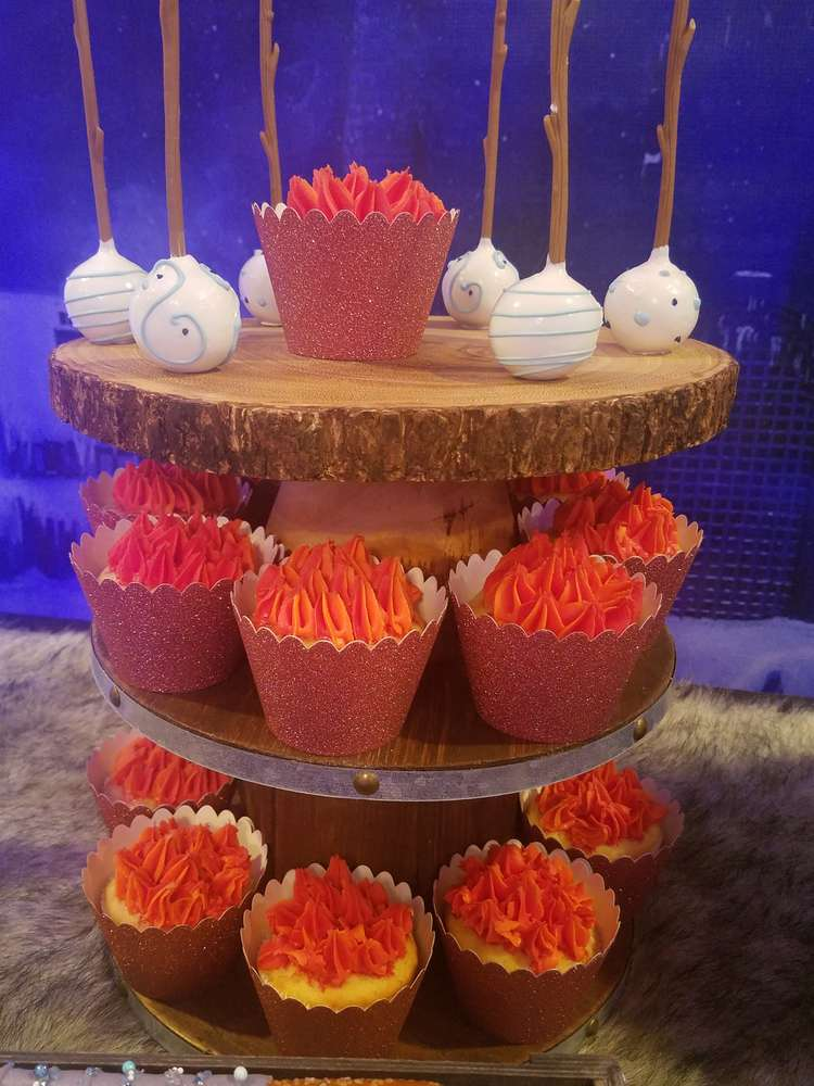 fabulous-game-of-thrones-baby-shower-cupcakes
