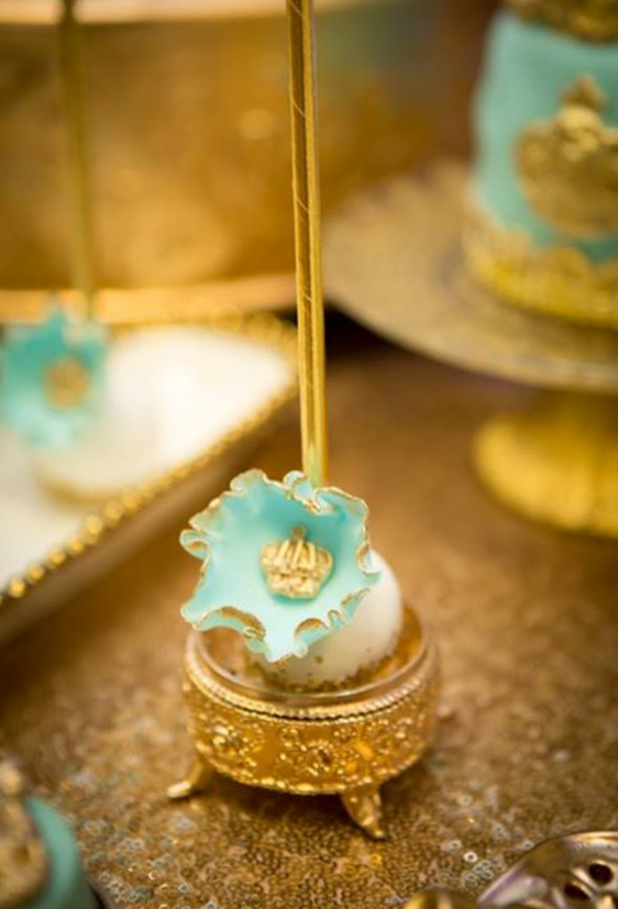 gold-and-blue-royal-baby-shower-sweets-and-treats