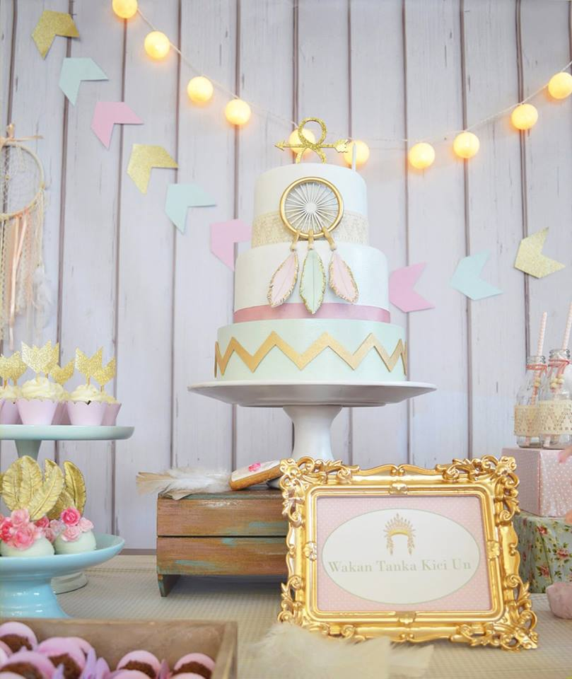 pastel-boho-chic-party-cake-and-light-hanging