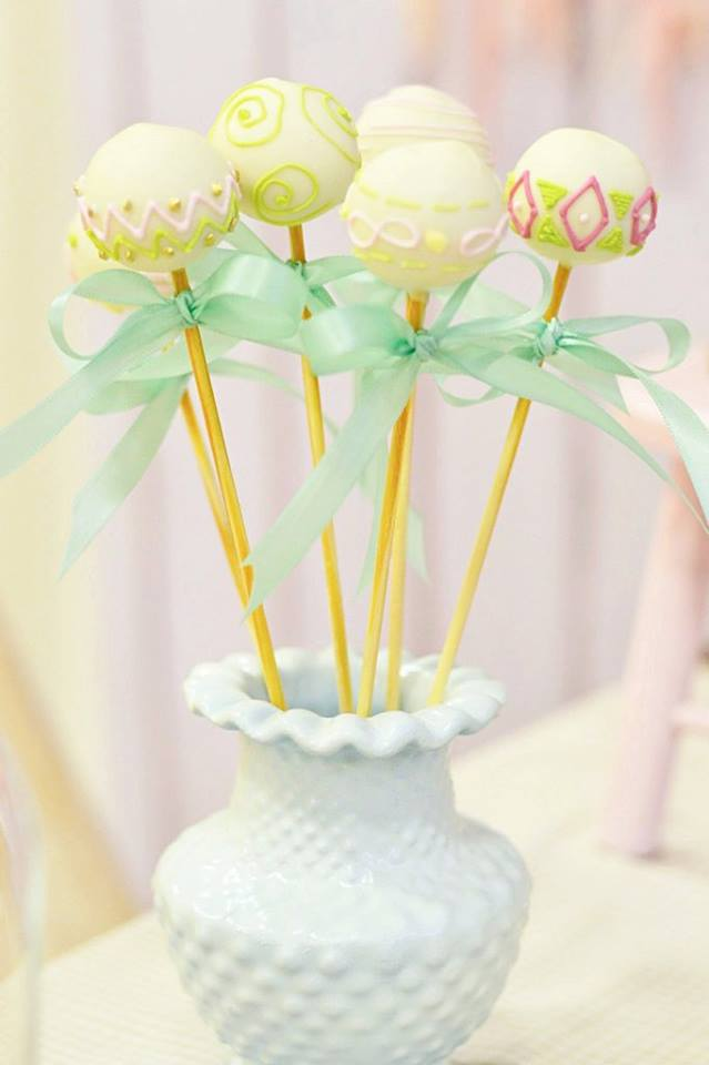 pastel-boho-chic-party-cakepops