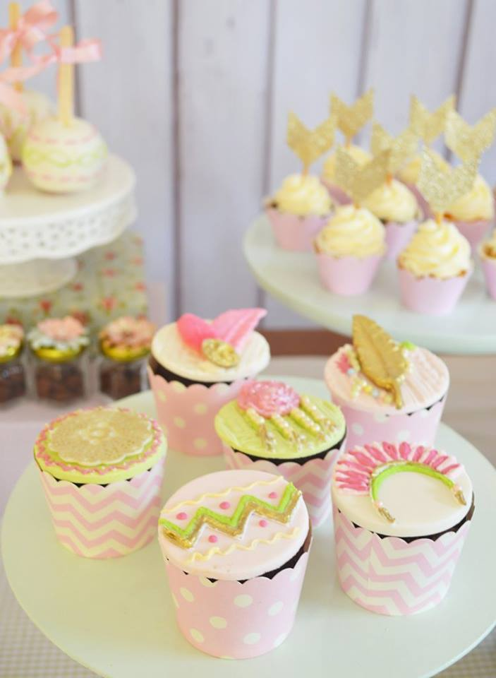 pastel-boho-chic-party-cupcakes