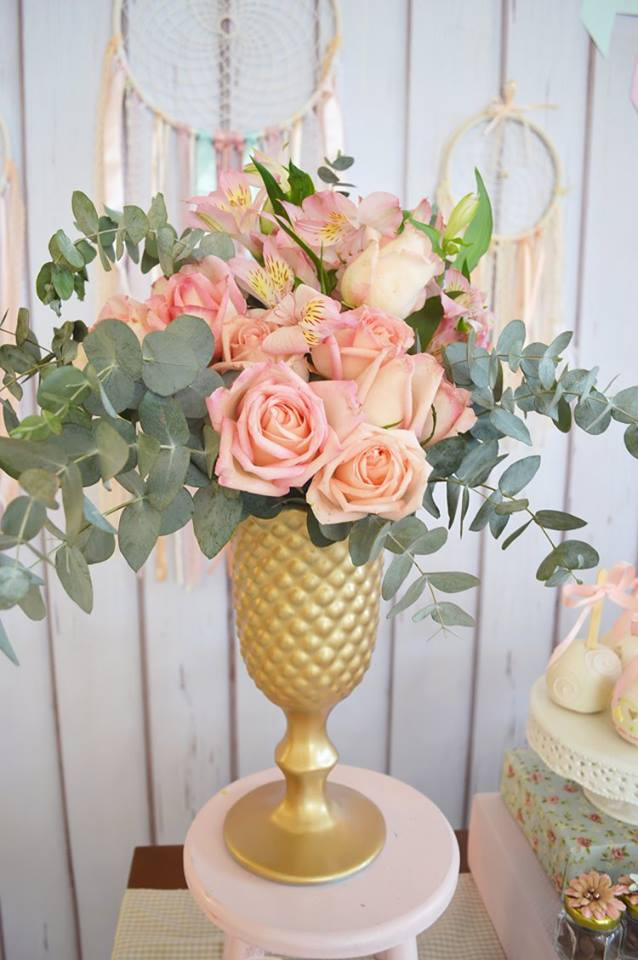 pastel-boho-chic-party-flower-arragement