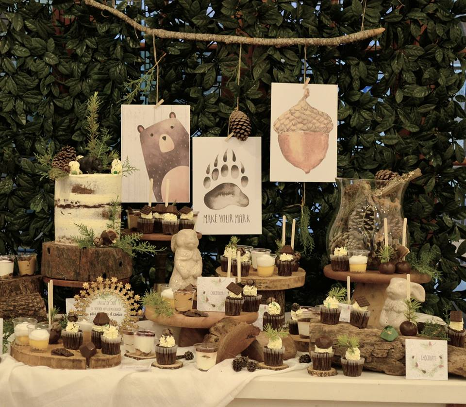 play-in-the-forest-party-dessert-table-with-woodland-animal-main-table