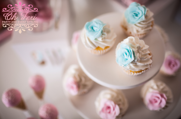 floral-baby-shower-cupcakes-in-baby-blue-and-pink
