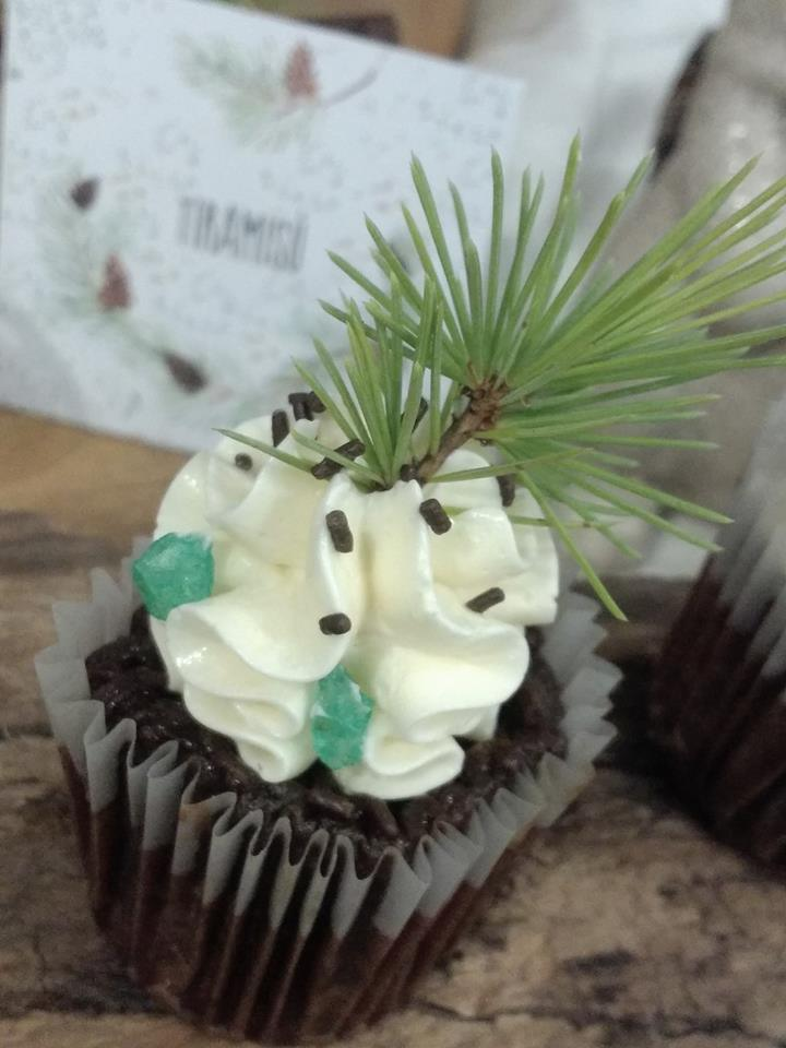 woodland-themed-party-cupcakes