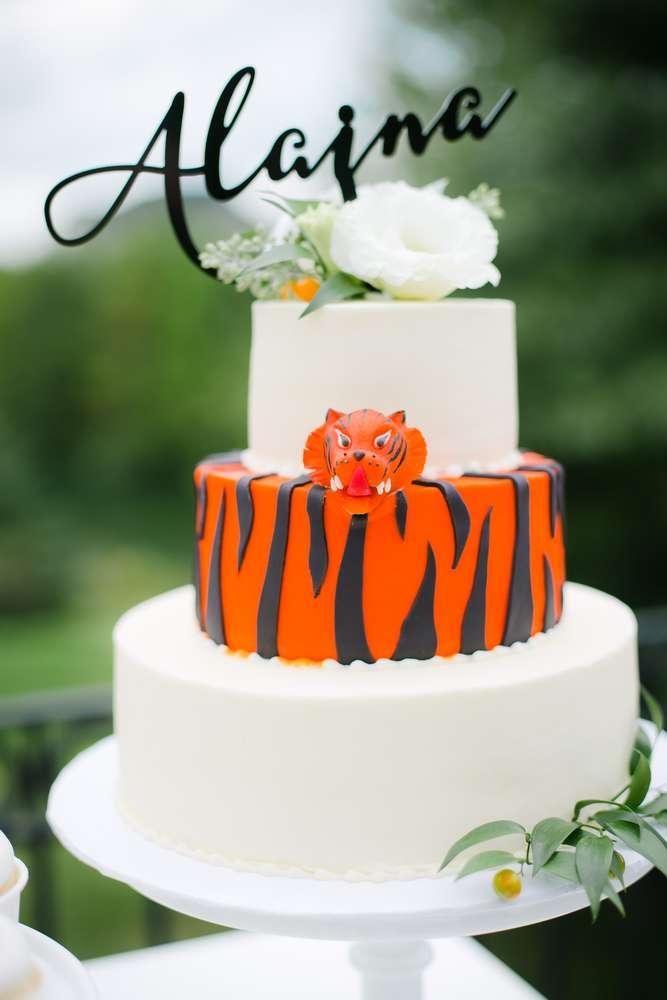 baby-bengal-jungle-shower-cake