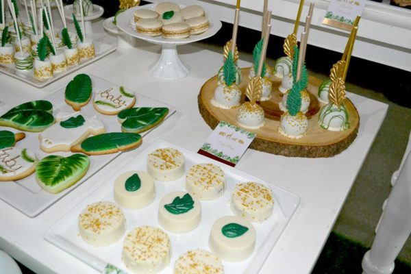 gold-and-hunter-green-safari-baby-shower-cookies-cakepops-with-palm-leaves