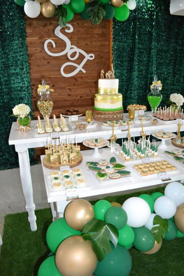 gold-and-hunter-green-safari-baby-shower-tablescape