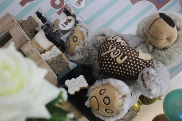 teddy-bear-baby-shower-decoration-with-cuddly-bear