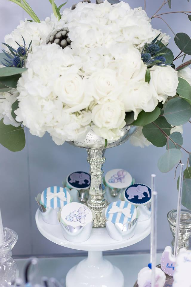 blue-and-silver-elephant-baby-shower-flowers