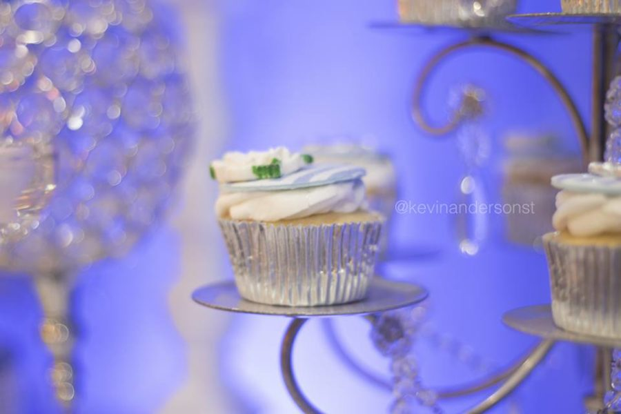 whimsical-carriage-baby-shower-cupcake