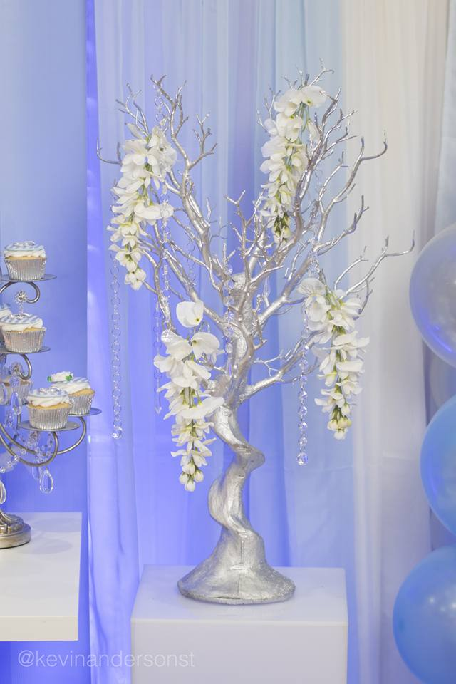 whimsical-carriage-baby-shower-silver-tree