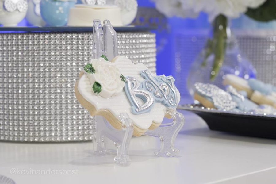 whimsical-carriage-baby-shower-sugar-cookie