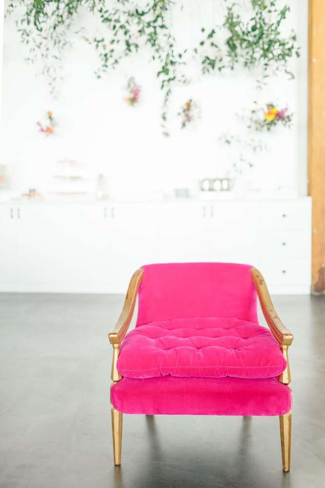whimsical-little-miss-baby-shower-pink-chair