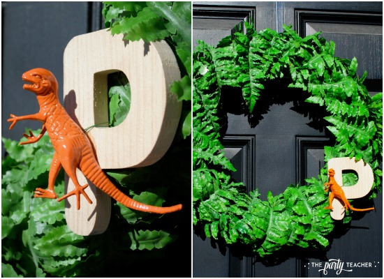 dinosaur-galore-baby-shower-wreath