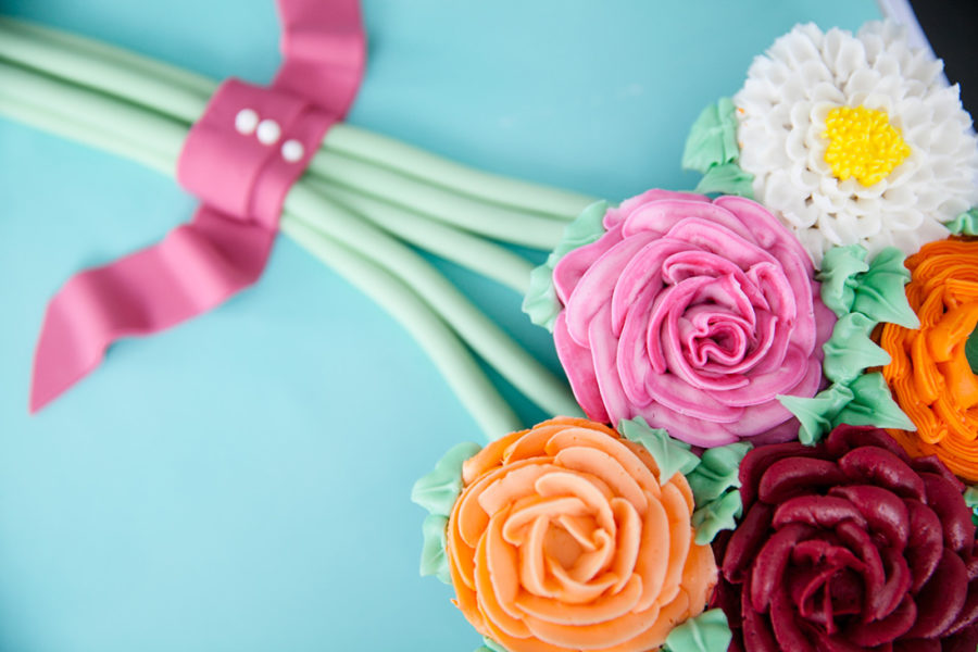 floral-love-in-bloom-baby-shower-decorative-edible-flowers