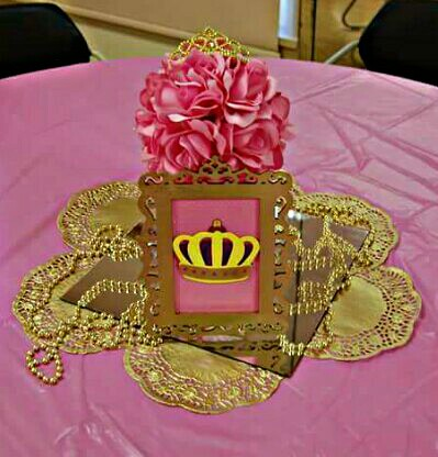 golden-and-pink-princess-tiara-centerpiece