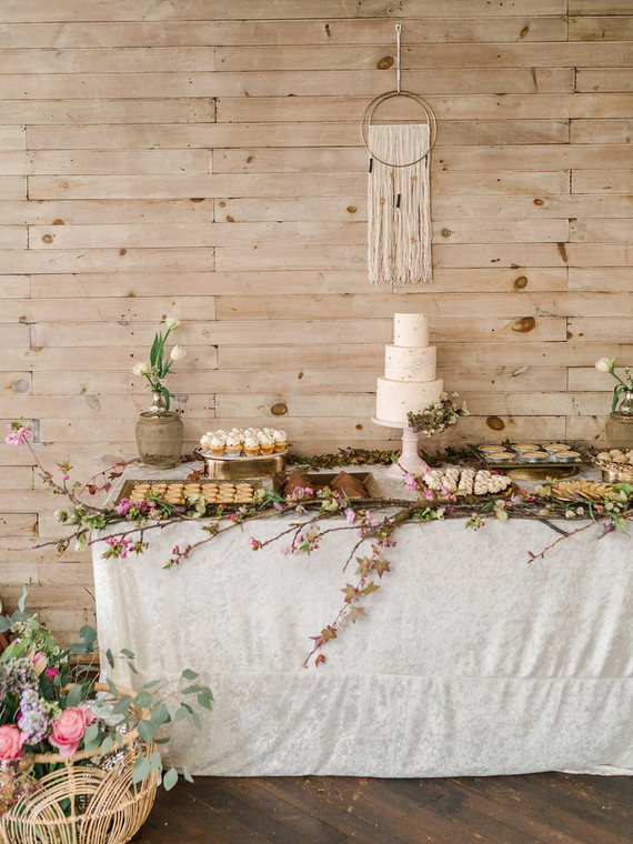 whimsical-moon-and-stars-shower-dessert-table