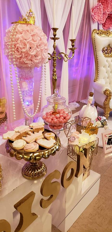 pink-floral-centerpiece-with-pearls