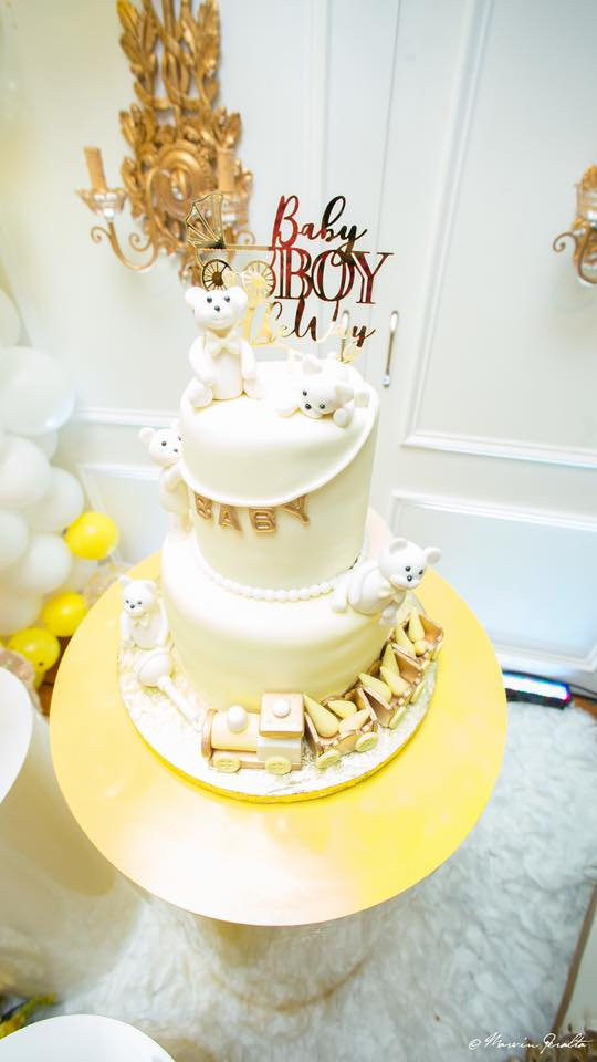 yellow-gold-and-white-teddy-bear-family-cake