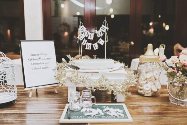 gold-and-white-gender-reveal-party-table