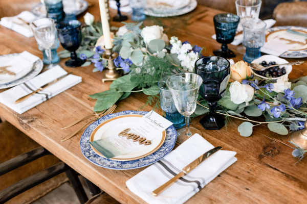 gold-and-blueberry-tableware