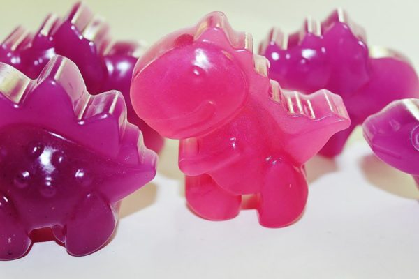 20-diy-dinosaurs-soap-favors