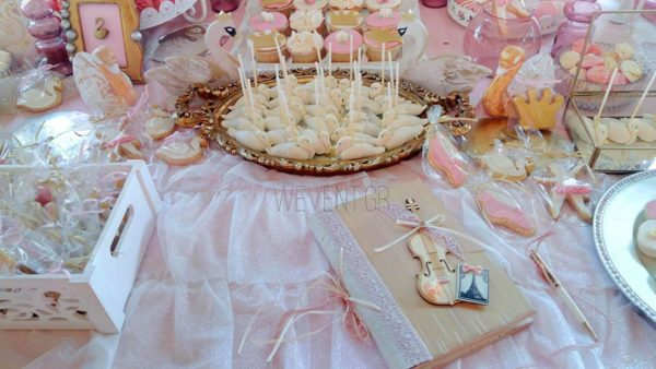 pink-swan-party-sweets-and-violin-cookies