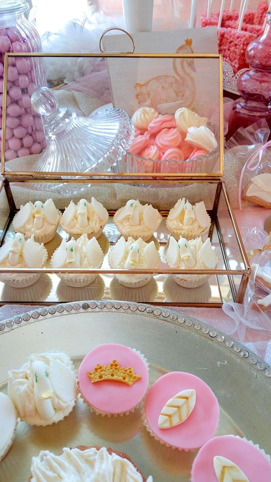 pink-and-white-swan-sweets