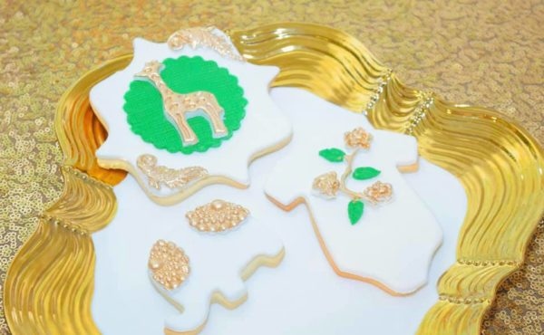 gold-and-giraffe-baby-shower-cookies