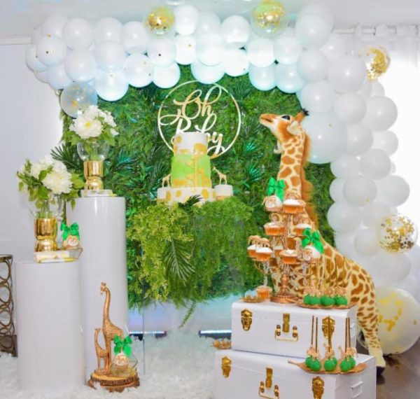 white-balloon-decors