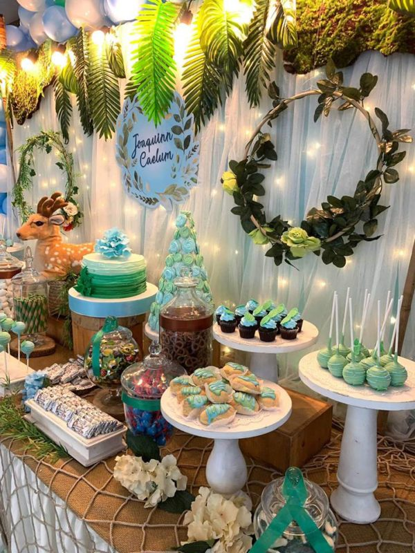 jungle-safari-christening-dessert-tablescape-and-leaf-backdrop