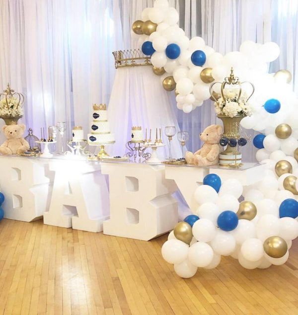 prince-baby-shower-crowns-and-balloon-arch