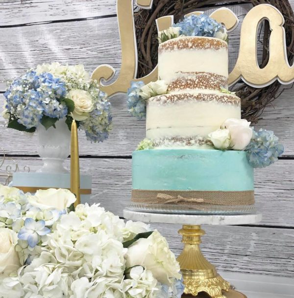 rustic-style-baby-shower-naked-cake-with-hydrangea