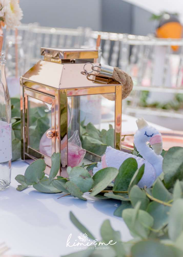 sweet-swan-princess-shower-centerpiece