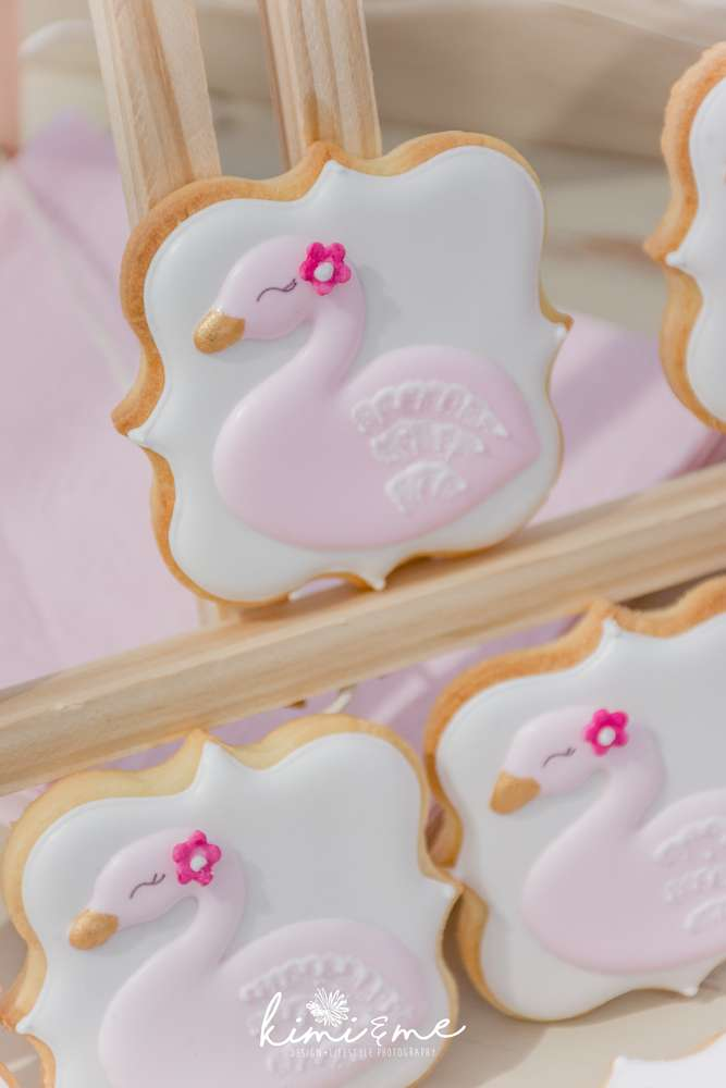 sweet-swan-princess-shower-cookies