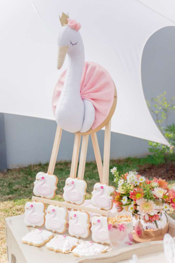 sweet-swan-princess-shower-desserts