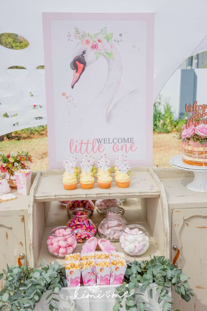 sweet-swan-princess-shower-treat-table