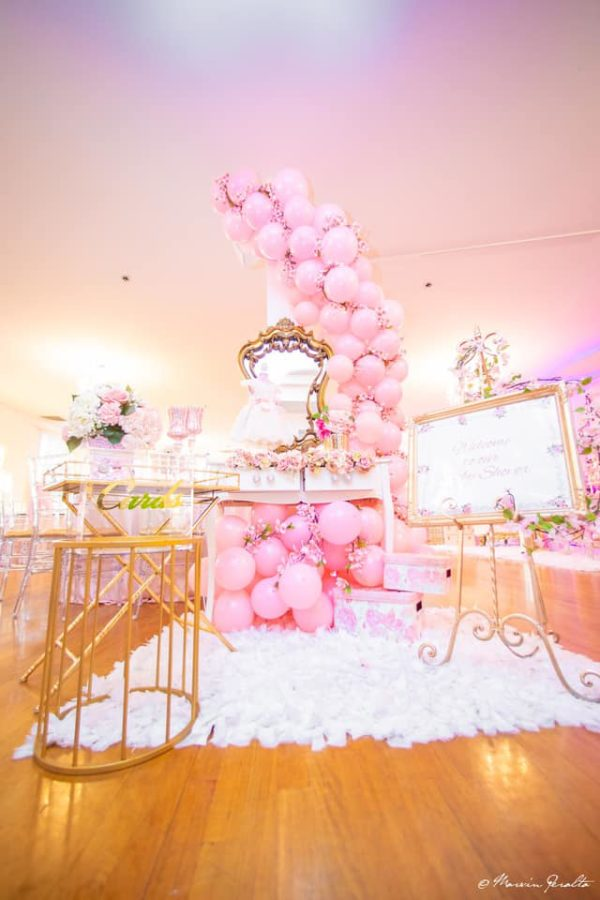 amazing-pink-balloon-arch-display