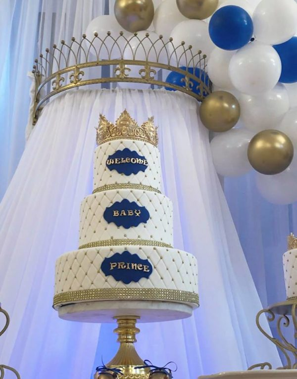 blue-and-white-crowned-prince-baby-shower-cake