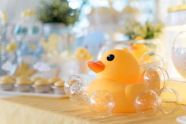 ducky-baby-shower-in-bubble-decor