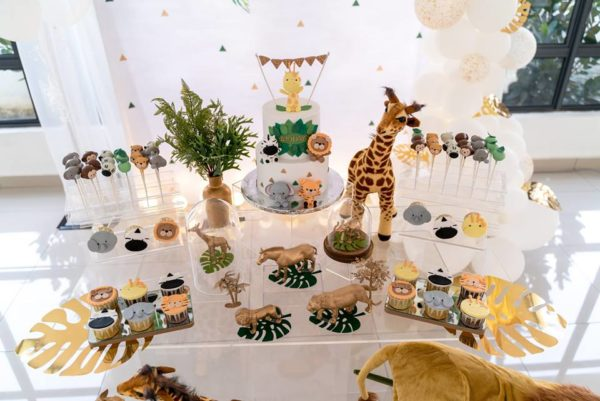 modern-safari-party-tablescape