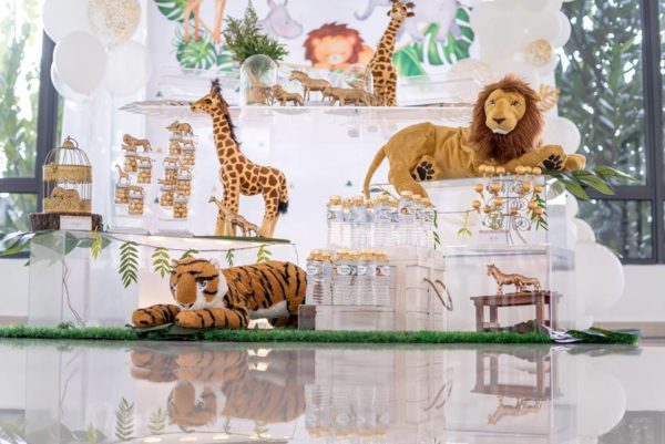 modern-safari-party-tablescape-and-decors