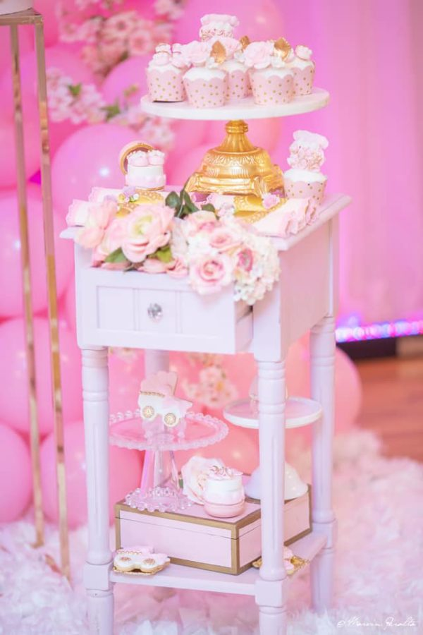 pink-florals-cookies-decorations-boxes