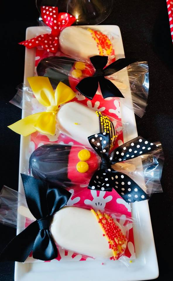 mickey-mouse-baby-shower-celebration-wrapped-treates