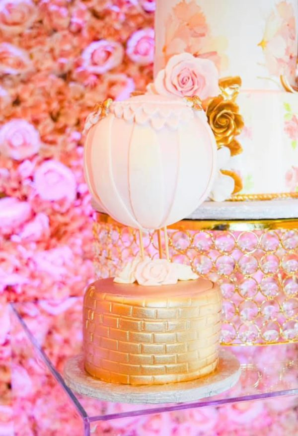 blush-and-gold-air-balloons-baby-shower-cake