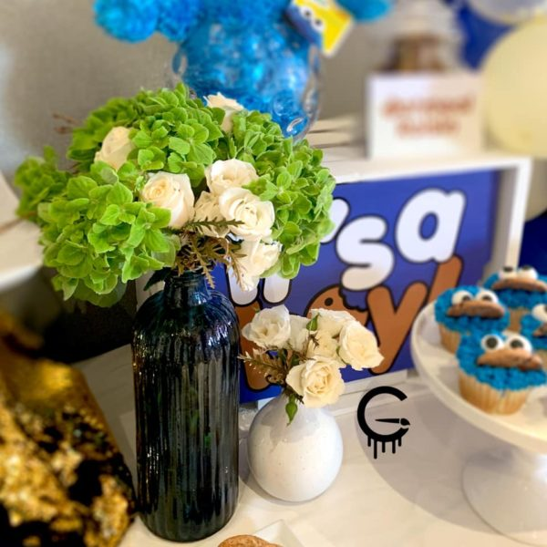 cookie-monster-baby-shower-cupcake-with-balloon-arch