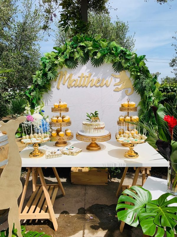 gold-glam-baby-shower-jungle-tropical-leaves